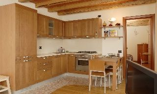 This fully equipped kitchen means that you'll never need to leave your room on your romantic honeymo