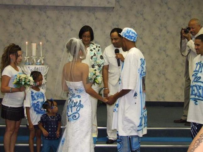 This bride and groom don't want anyone to get confused about their roles in the wedding.