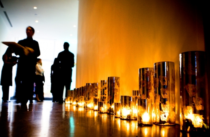 candles-lined-on-floor-of-wedding-reception-kelly-oshira-events