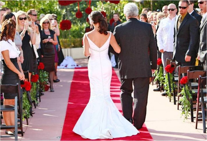 Vintage-chic bride wears mermaid wedding dress, walks down aisle with father