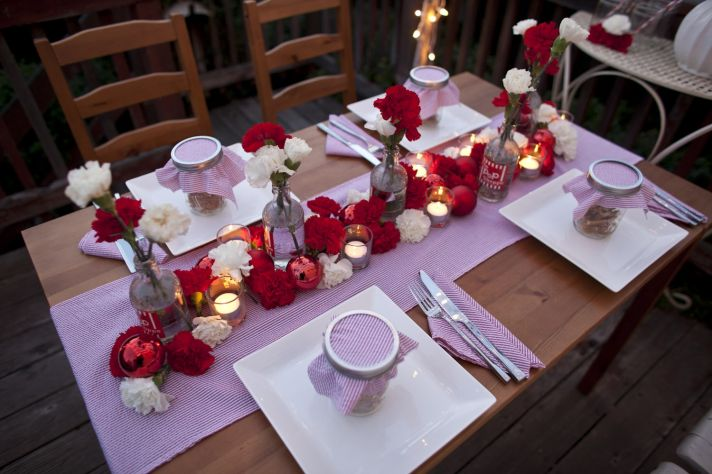 Country meets Christmas in this red and white holiday wedding tablescape