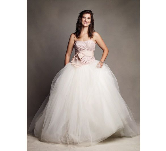 You can win a Vera Wang wedding dress from Glamour.com