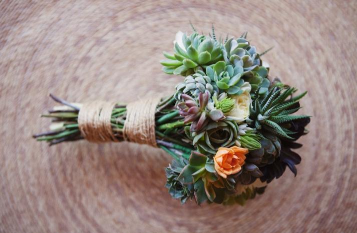 eco-friendly-wedding-flowers-bridal-bouquet-romantic-wedding-style-green-wedding-ideas-anthropology-vintage-inspired