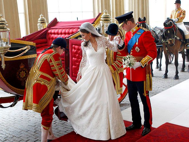 Prince William helps princess-to-be Kate Middleton exit wedding ceremony carriage