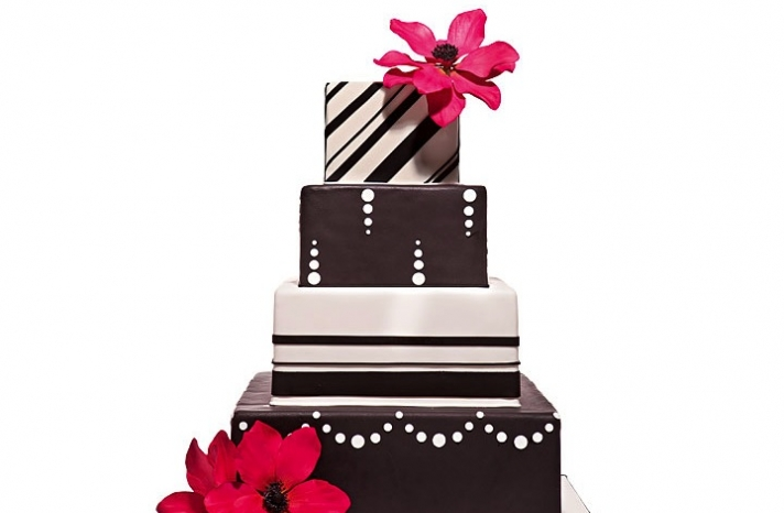 modern-wedding-ideas-chocolate-brown-ivory-wedding-cake-hot-pink-flowers