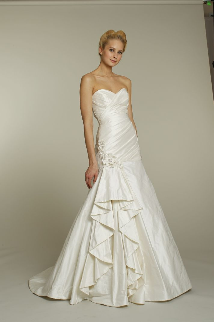 Fall 2011 wedding dresses by alvina valenta onewed for Sweetheart neckline drop waist wedding dress