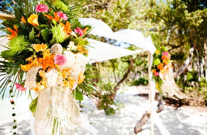 tropical-wedding-flowers-outdoor-beach-wedding-ceremony