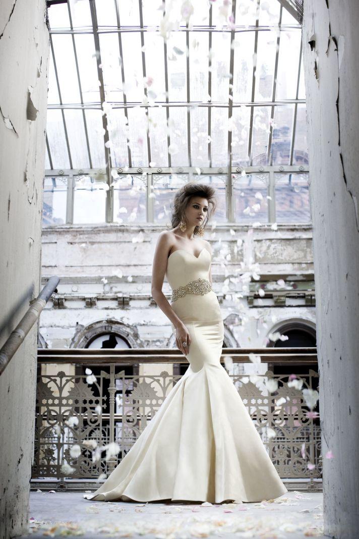 Sleek mermaid wedding dress with bridal belt