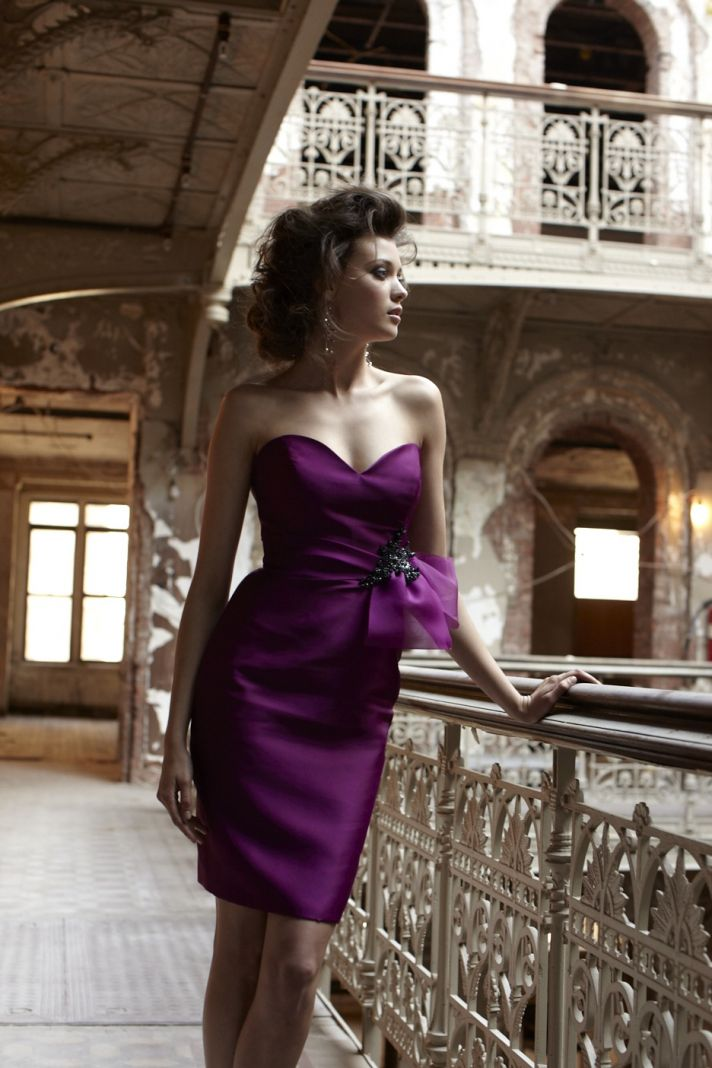 Chic sweetheart neckline wine hued bridesmaid dress