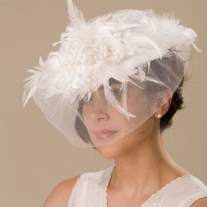 Vintage-inspired feather-adorned wedding hat