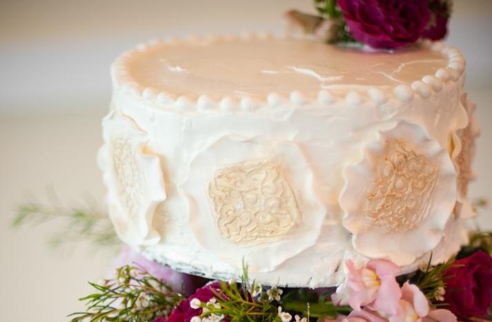 elegant-wedding-cake-pink-wedding-flowers