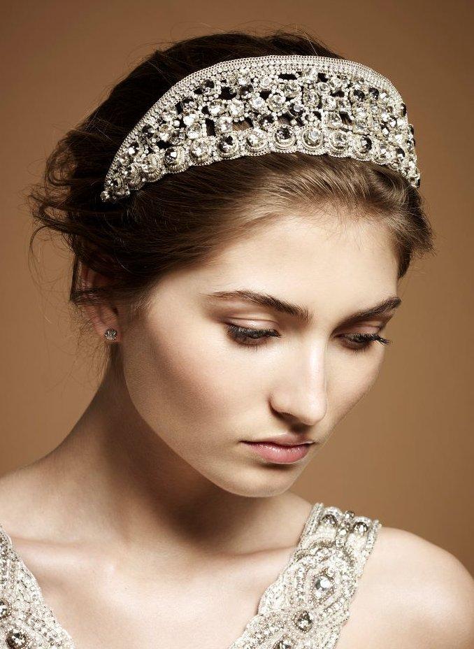 Regal Kate Middleton-inspired wedding headband