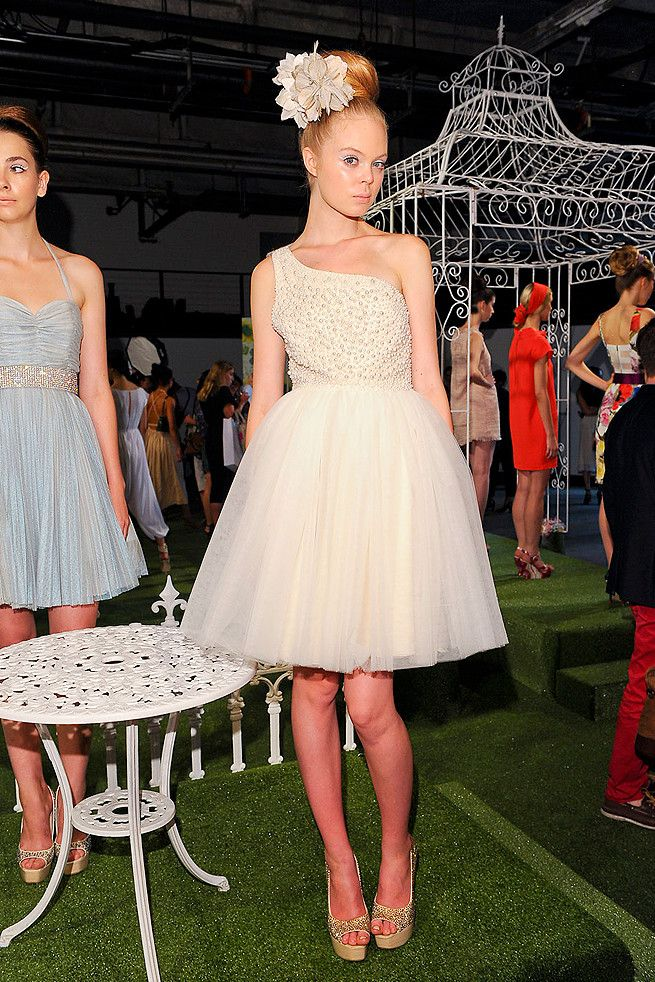 retro revisited at alice olivia spring 2012 rtw onewed. Black Bedroom Furniture Sets. Home Design Ideas