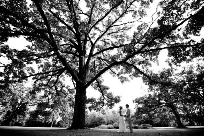 ROmantic black and white wedding photo