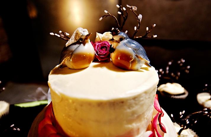 Real-weddings-winter-wedding-reception-wedding-cake