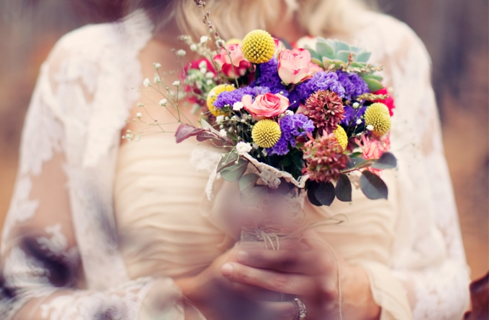 outdoor real wedding bohemian bride colorful bouquet