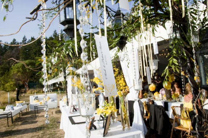 hanging escort cards outdoor weddings