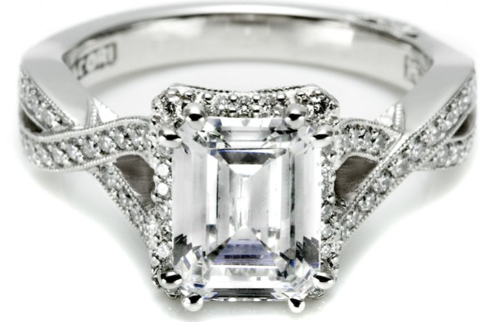 Angelina-jolie-engagement-ring-lookalikes-by-tacori-3