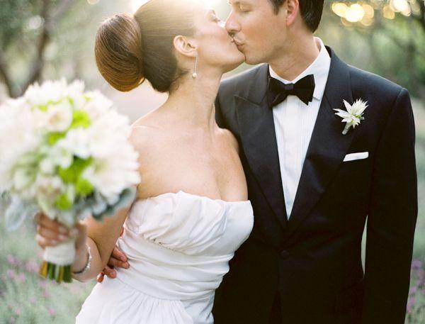 wedding planning fun hot topics the first kiss