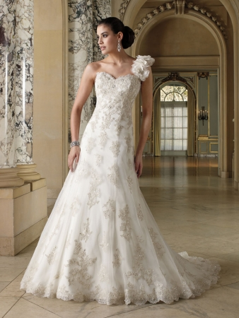 David tutera for mon cheri designer wedding dresses onewed for David tutera beach wedding dresses