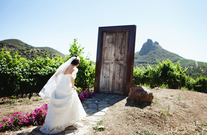 creative first look wedding photo outdoor weddings California 1