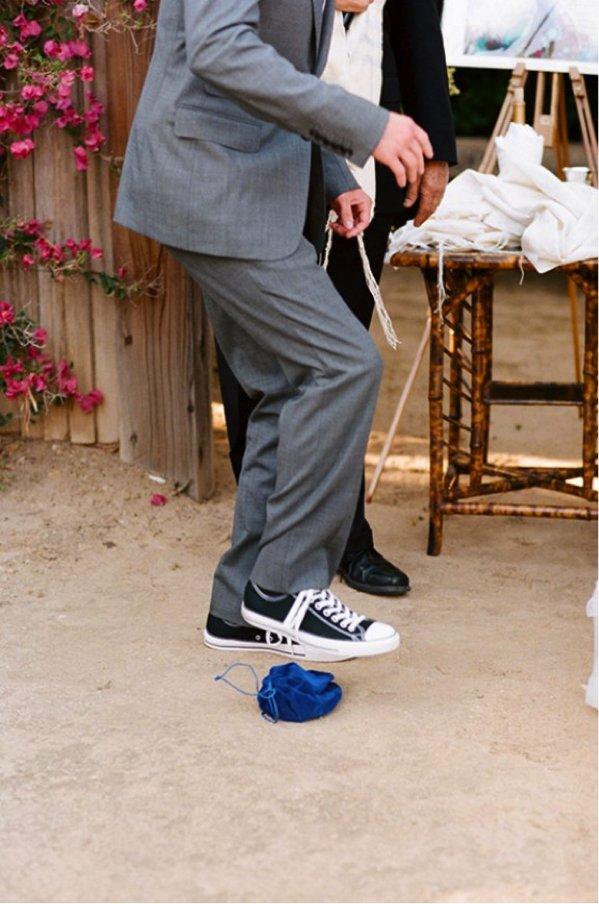 unique wedding ideas for interfaith wedding Jewish touches breaking the glass