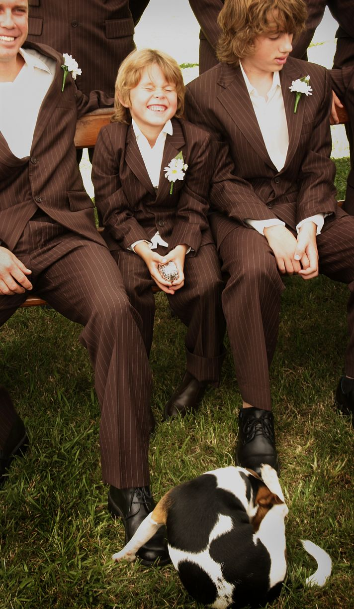 cute wedding photo misbehaved wedding guests