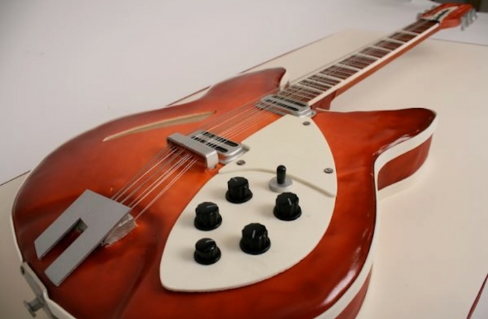 creative wedding cakes for the groom guitar
