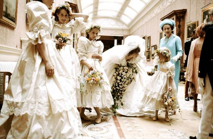 bad bridesmaid style ugly bridal party photos wedding fun time warp