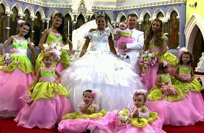 bad bridesmaid style ugly bridal party photos wedding fun pink pea green