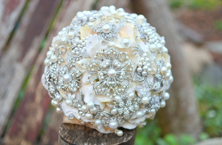 pearl wedding accessories handmade Etsy wedding finds brooch bouquet 3