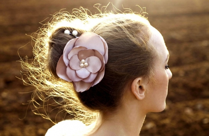 pearl wedding accessories handmade Etsy wedding finds blush hair flower