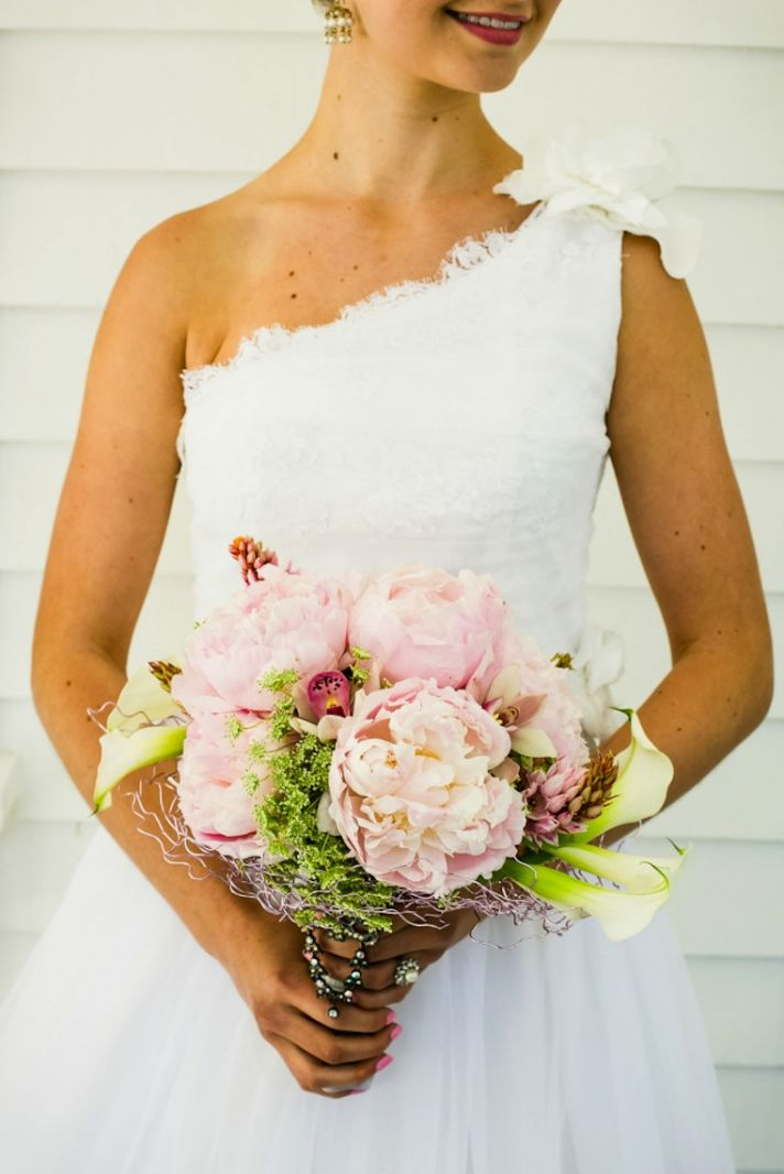 romantic mansion wedding with vintage inspired bride and groom peony bouquet