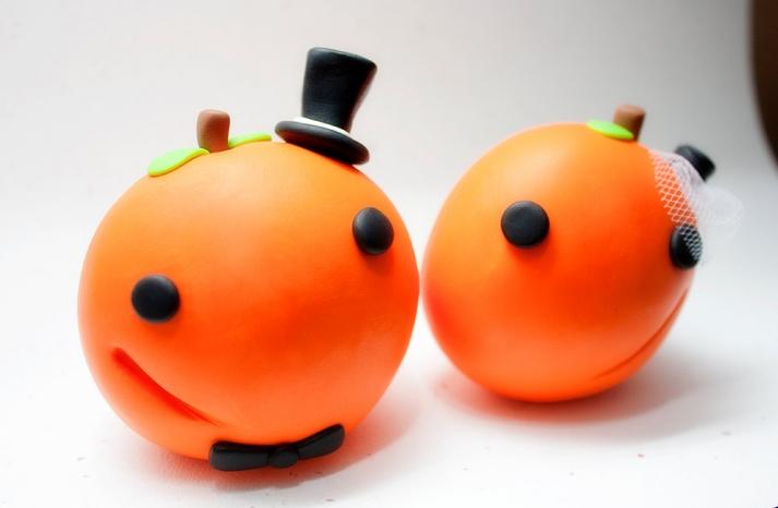 handmade wedding finds for Halloween themed I Dos adorable pumpkin cake topper