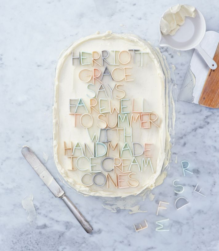 custom wedding ideas fondant lettering 1
