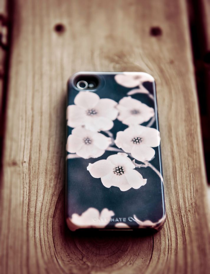 favorite iphone cases for brides modern tech weddings iphone 5 dogwood floral