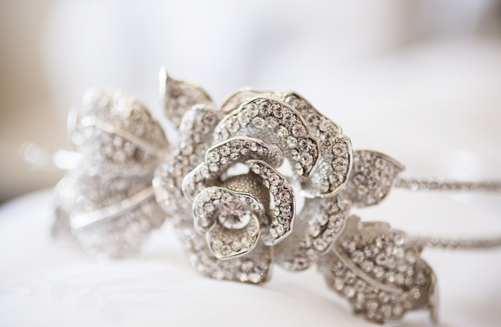 Old hollywood inspired wedding accessories junglespirit Image collections