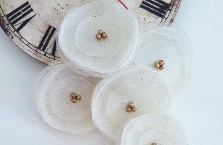 Glittery Gold Wedding Finds for Glam Handmade Weddings organza flowers