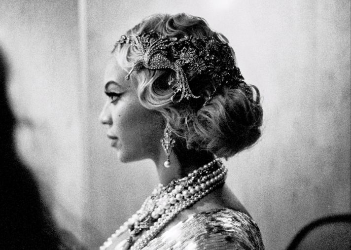 Beyonce wears Great Gatsby Inspired Headdress