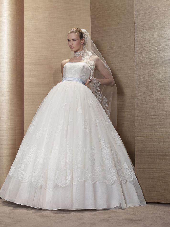 2013 Wedding Dress by Pronuptia Paris KF01