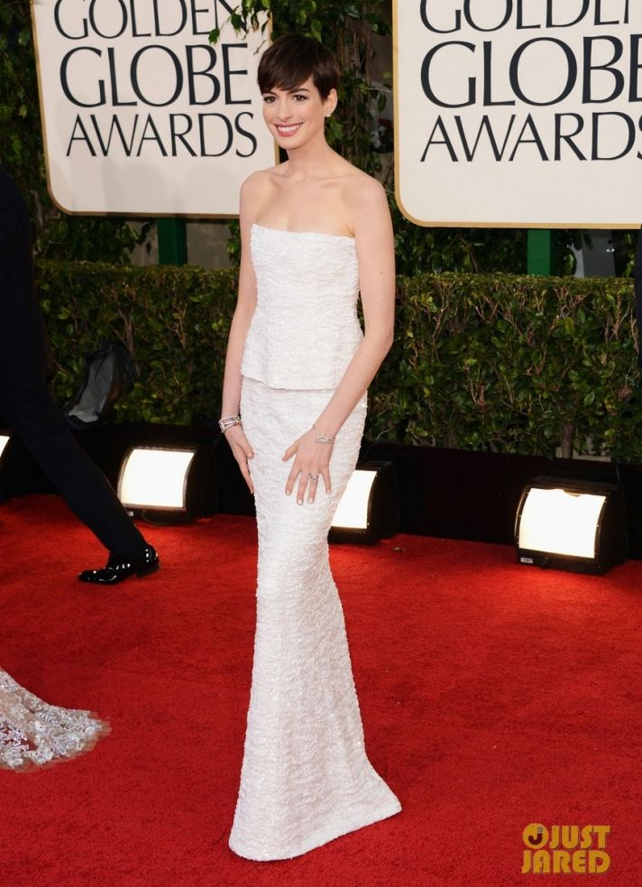 anne hathaway golden globes 2013 red carpet 04