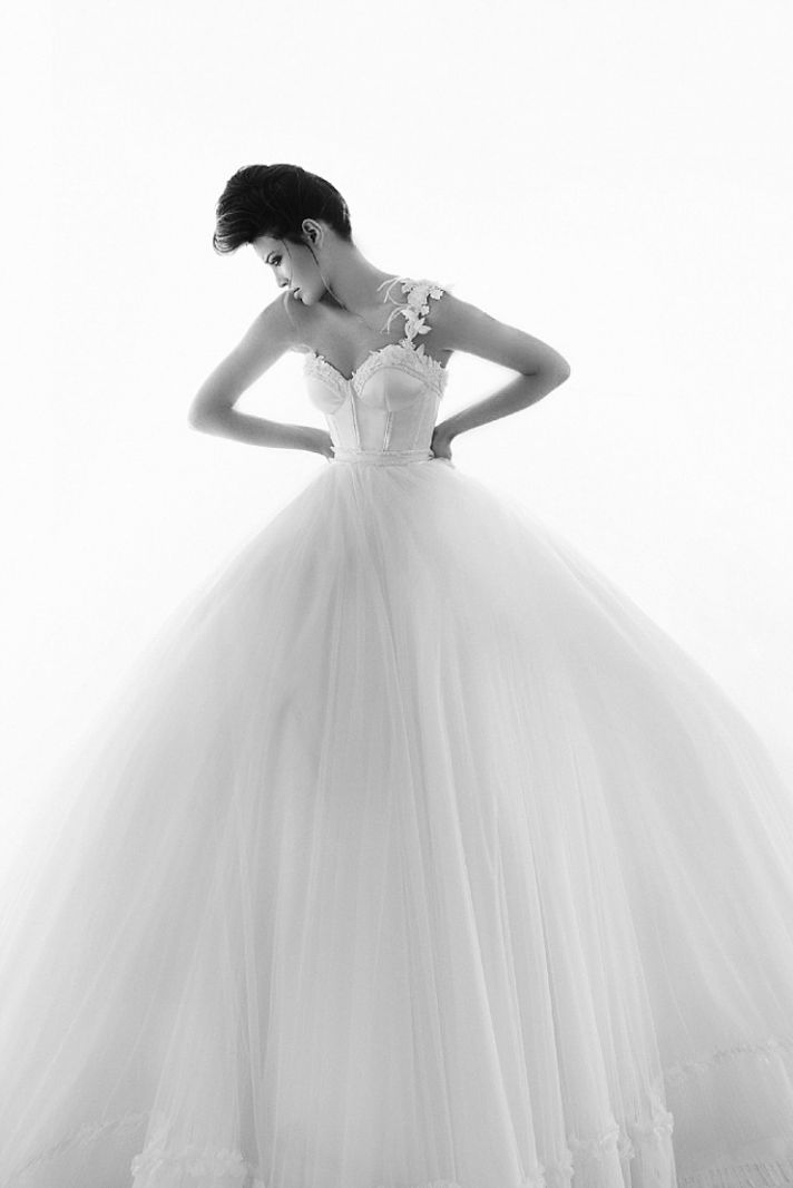 Berta Fashion Romantic Lace Wedding Dresses for Daring Brides