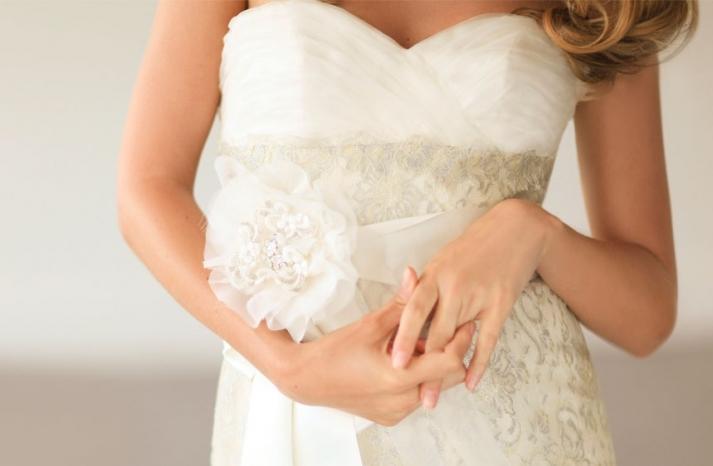 Romantic wedding hair accessories by Alice Padrul 10