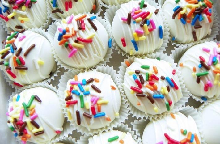 Wedding sweets colorful cake bites