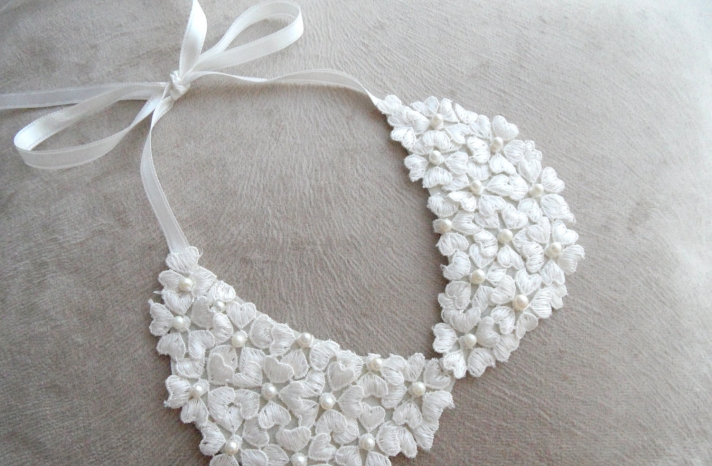 White lace floral wedding necklace