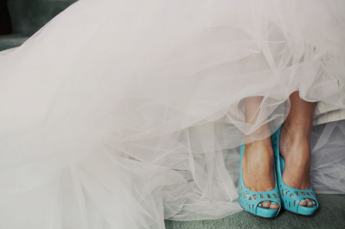 Ivory tulle wedding dress paired with light blue heels and toes