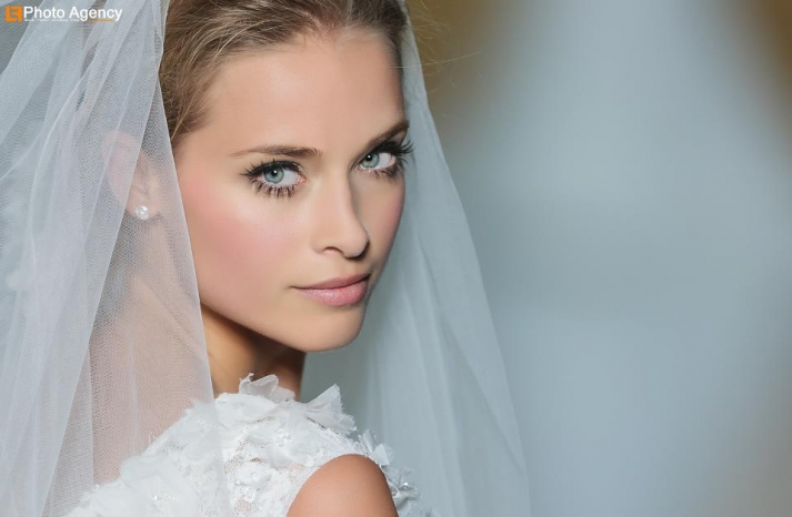 Timeless wedding makeup creamy complexion long lashes