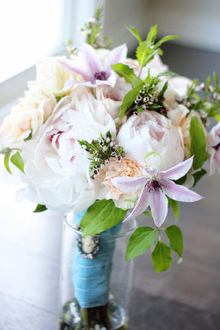 Summer wedding flowers guide summer wedding bouquet with clematis and peonies junglespirit Gallery