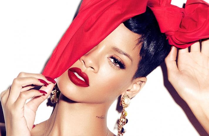 Wedding makeup inspiration from Rihana matte red lips long lashes