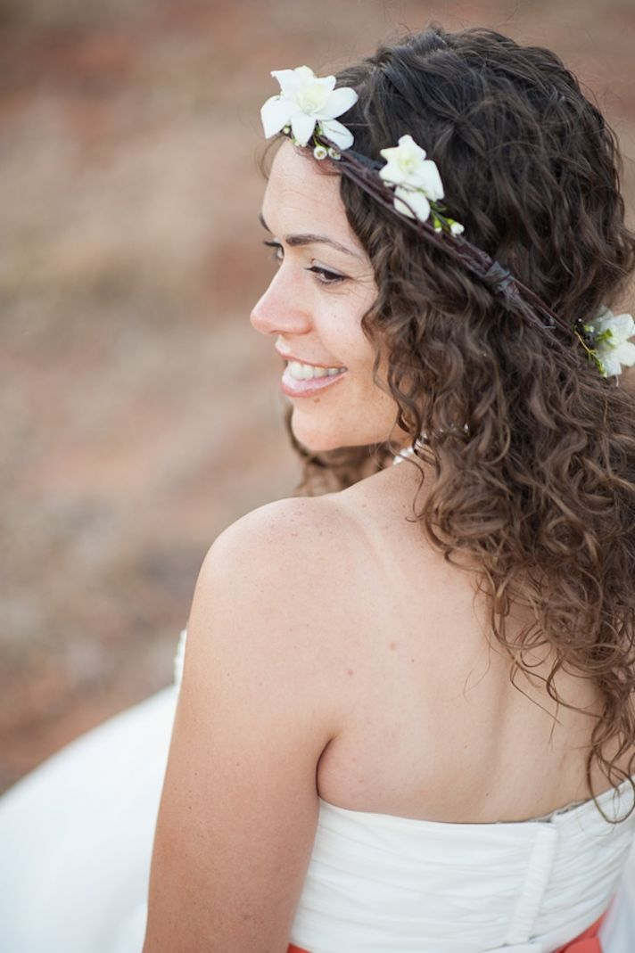 Bride with casual curls and floral crown